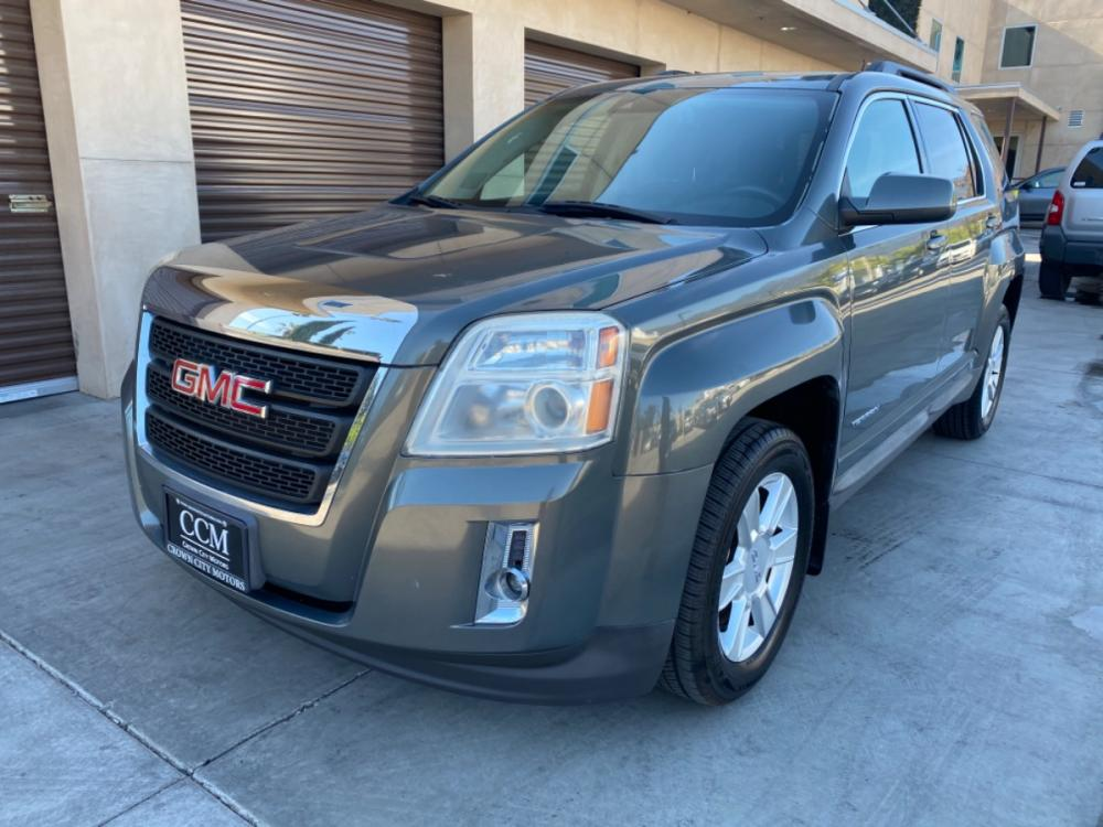 2013 Gray /Gray GMC Terrain SLE2 FWD (2GKALSEK2D6) with an 2.4L L4 DOHC 16V FFV engine, 6-Speed Automatic transmission, located at 30 S. Berkeley Avenue, Pasadena, CA, 91107, (626) 248-7567, 34.145447, -118.109398 - Photo #0
